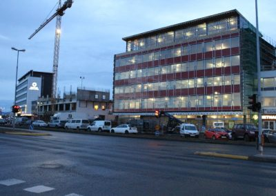 Miklar byggingaframkvæmdir neðarlega við Suðurlandsbraut í Reykjavík hafa vakið athygli vegfarenda um nokkurt skeið.